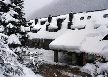 COVERED PARKING Val de Ruda Hotel Chalet